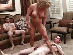 मांसपेशी कुतिया रानी (4 के 3)